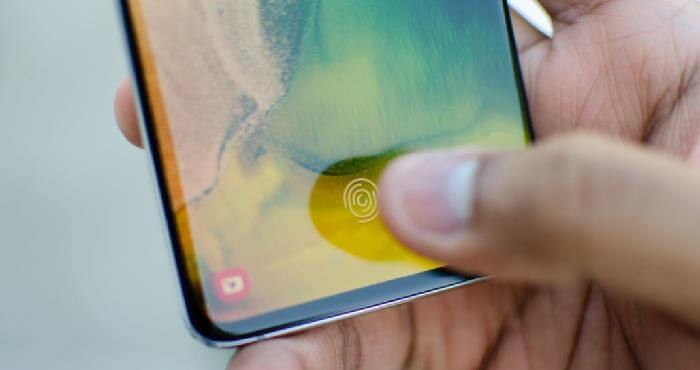 Разблокировать чужой Samsung S10 можно из-за дешевого стекла
